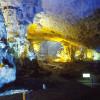 Du lịch Hạ Long khám phá các hang động tuyệt đẹp.