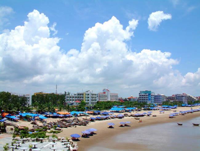 Biển Sầm Sơn đầy ồn ào, náo nhiệt