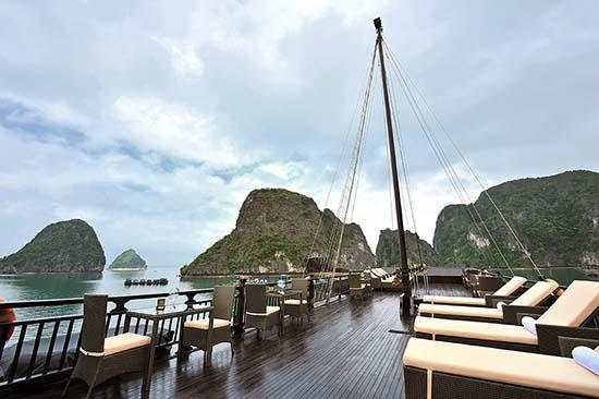 Thưởng ngoạn Hạ Long trên tầng cao du thuyền Paradise cruises