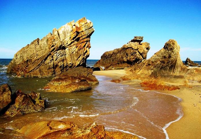 Những khối đá nhiều hình thù đặc sắc