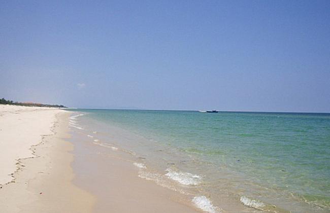 Bãi cát trắng mịn của biển Nhật Lệ