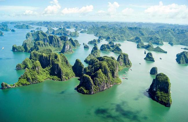 Những ngọn núi lớn nhỏ trên vịnh Hạ Long
