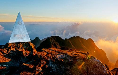 Chinh phục đỉnh Fansifan là niềm mơ ước của mọi du khách